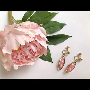 Vintage 1950s/60s Gold and pink drop earrings🌸